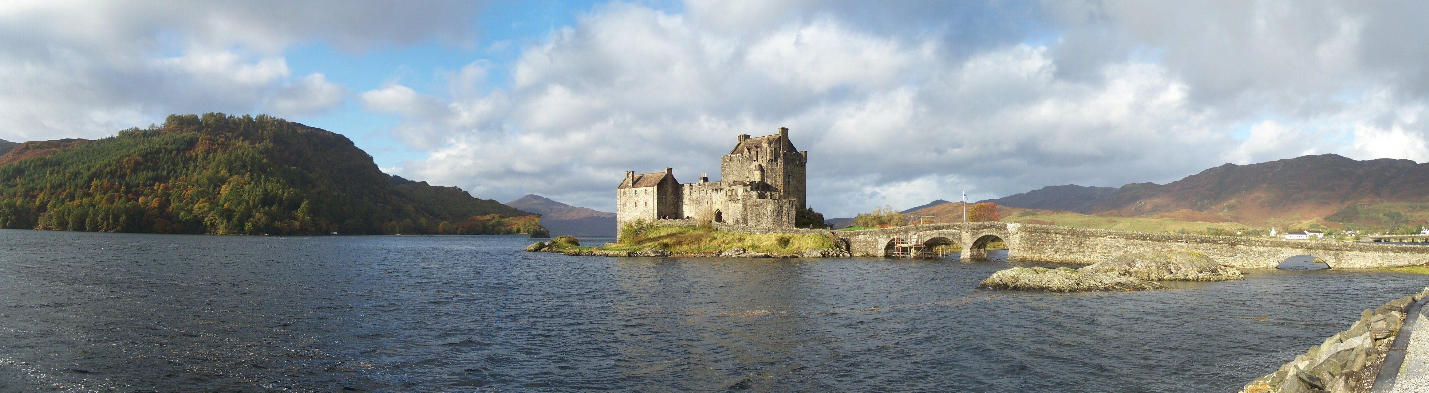 Lochs of Scotland Cruise from Edinburgh